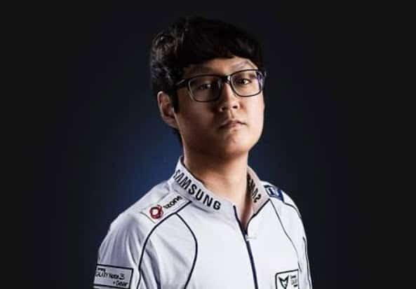 Mata SK Telecom T1 - Support Gaming Top 5 Interesting Player to Watch League Esports