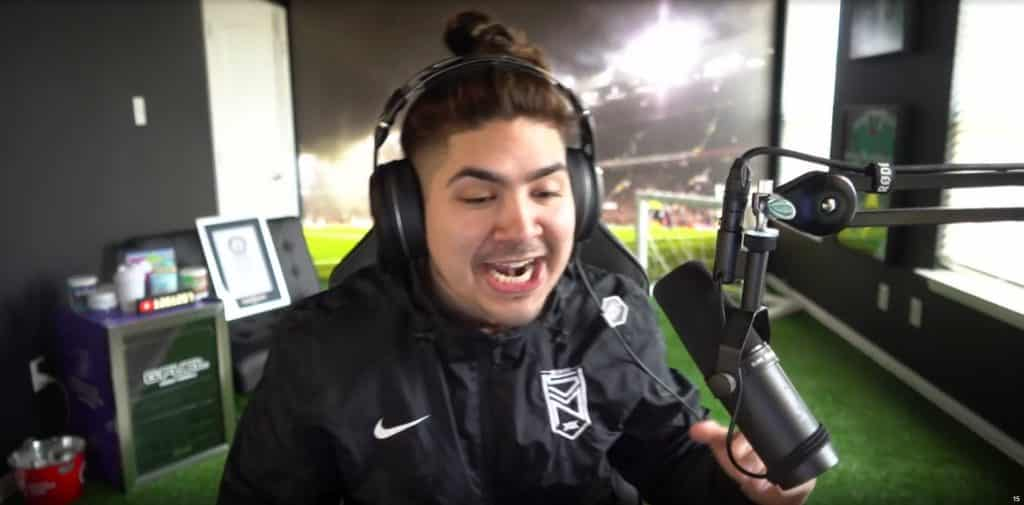 Castro Shaves Beard. Gets Lucky and Unpacks Lozano FIFA 19