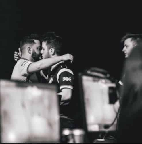 Wuskin Hugs Skrapz at CWL Event Call of Duty