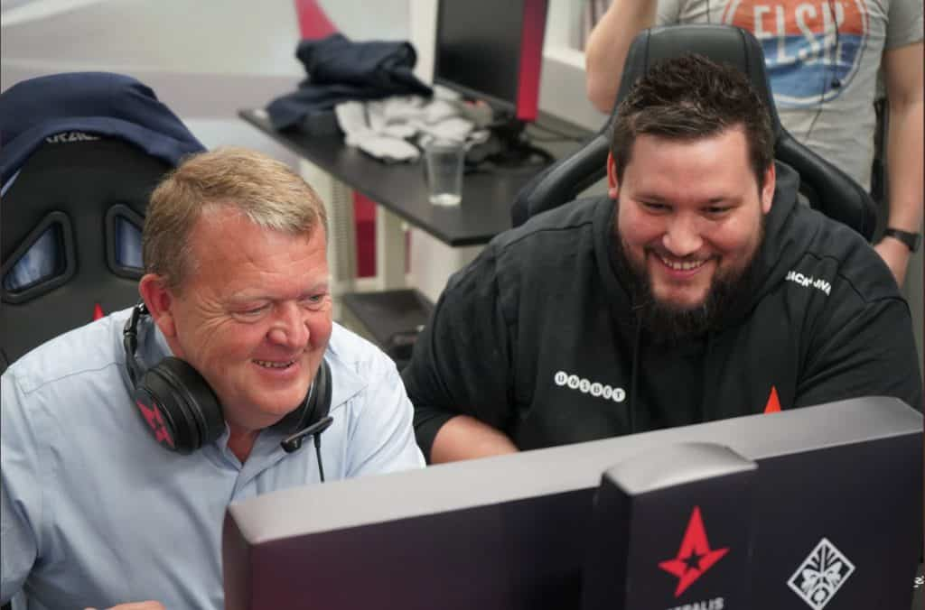Lars Løkke Rasmussen Playing Counter Strike With Astralis