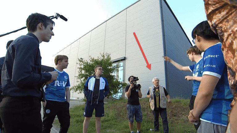 Schalke 04 Player Gets Annoyed By Team Vitality Fan During Break